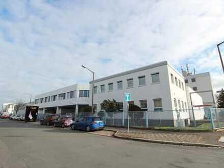 ** Helle Büroräume auf 472 m² und extra 63 m² im Untergeschoss in Nürnberg, Illesheimer Straße. **