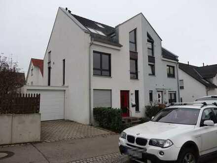 Moderne Architekten-Doppelhaushälfte mit Garten in ruhiger Lage von Großsachsenheim!