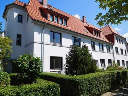 Mit Einbauküche, sehr gute Wohnlage, 3 Zi-Wohnung im 2 Familienhaus. Frei ab sofort.