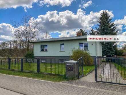 IMMOBERLIN.DE - Massiver gepflegter Bungalow mit Südgarten in idyllischer Lage