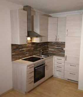 Stilvolle, modernisierte, seniorenfreundliche 1,5-Zimmer-Wohnung mit Balkon und Einbauküche