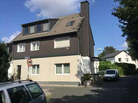 Zwei-Familiendoppelhaushälfte mit sep. Gewerbegebäude in Kettwiger Ortslage