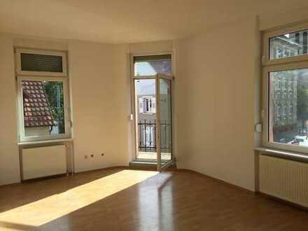 3-Zimmer-Wohnung mit 2 Balkonen (frisch renoviert)