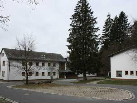Eine ganz besondere Immobilie: Ehemaliges Sportcamp in Fichtelberg!