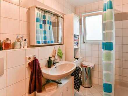 Die perfekte Kapitalanlage: Gemütliche 2-Zimmer-Wohnung mit EBK, Garage und toller Mieterin