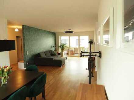 Neuwertige Wohnung mit 4 Zimmern, Balkon und hochwertigen EBK in Hofheim