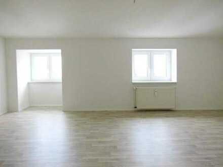 Wohnglück auf rund 66 m²! Renovierte 2-Zimmer-Wohnung in in Zentrumsnähe