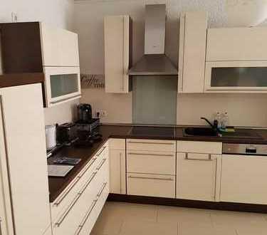 Preiswerte, vollständig renovierte 4-Zimmer-Wohnung mit Terasse und Einbauküche in Langmeil