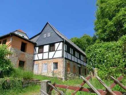 Charmantes Anwesen in reizvoller Umgebung sucht Bauherren!