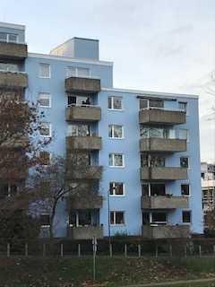 Vier Zimmer Küche Bad Balkon, zentral in Frankfurt