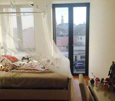 Zimmer in heller Penthousewohnung zu vermieten