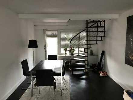 Geräumige 2,5 Zimmer Wohnung zwei Etagen in einer Sackgasse.