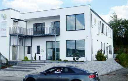 Erstklassige neue Büro- oder Praxisräume in verkehrsgünstiger und attraktiver Gewerbelage