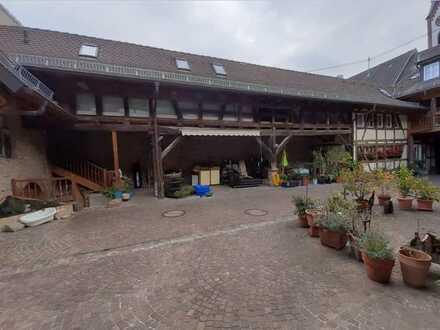 Ihringen - schöne 6-Zimmer Maisonette-Wohnung über 3 Etagen in historischem Mehrparteienhaus
