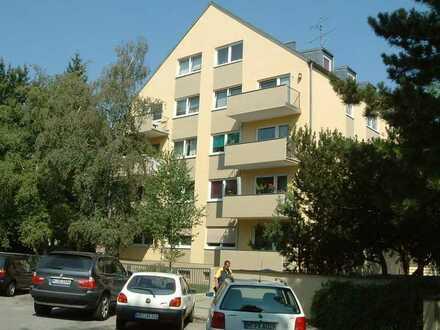 Nymphenburg, Nähe Schloss, helle 3-Zimmer-Wohnung mit Parkettböden
