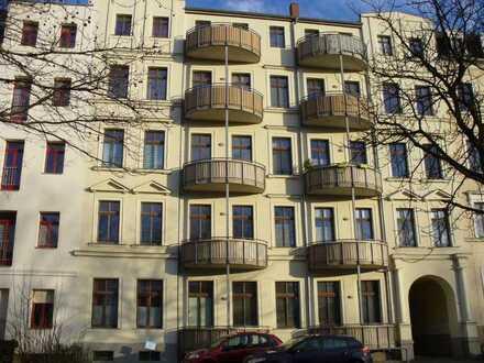 1 Raum Wohnung mit Einbauküche, Balkon und Aufzug in Zentrumsnähe
