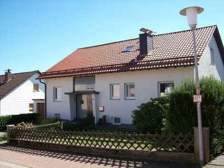 Schöne 4 Zimmer EG. -Wohnung mit Garage in Oberabtsteinach