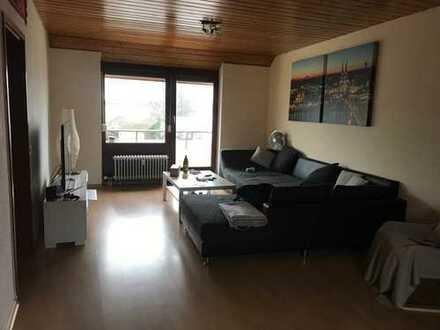 Schöne 2 Zimmer Dachgeschosswohnung mit Balkon