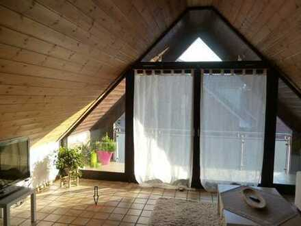 Vollständig renovierte Dachgeschosswohnung mit Balkon und Einbauküche in Münster
