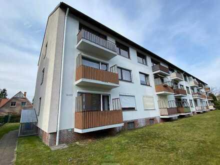 Gepflegte Drei-Zimmer Wohnung mit Balkon, Küche und Außenstellplatz
