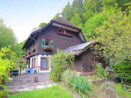 Familienglück pur: Charmantes Einfamilienhaus mit großem Garten, eigenem Quellwasser, Backhaus uvm.