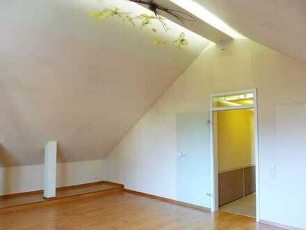 XXL-Dachgeschoss-Studio-Wohnung... für alle, die individuell wohnen möchten!