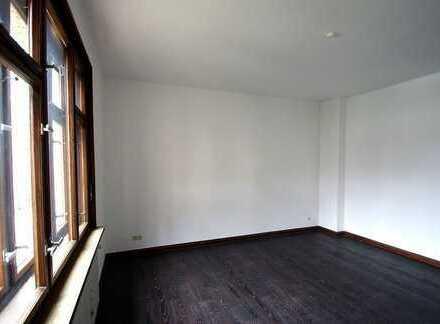 Helle, gemütliche 3,5-Zimmer-Hochparterre-Wohnung mit Balkon im Stadtgebiet von Coburg