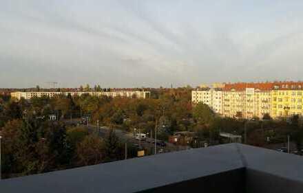 Über den Dächern von Berlin – Sonniges Apartment mit Loggia und Balkon in Prenzlauer Berg