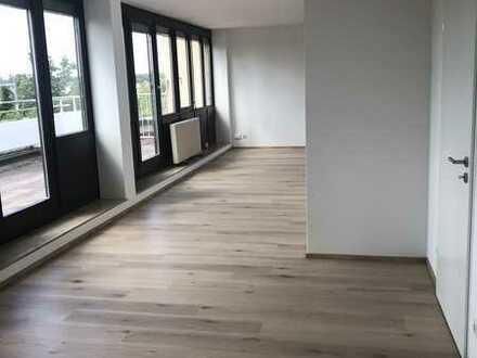 Erstbezug nach Sanierung mit großer Terrasse, attraktive 4-Zimmer-Penthouse-Wohnung in Mainaschaff