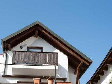 Vollständig renovierte 2,5-Raum-DG-Wohnung mit Balkon in Landshut