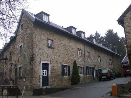LADO bietet: Aachen-Eilendorf! Schicke 3-Zimmer-Wohnung über 2 Etagen mit Terrasse und EBK...!