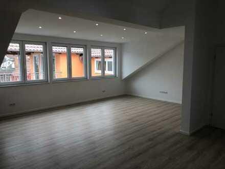 Erstbezug: exklusive 3-Zimmer-DG-Wohnung mit luxuriöser Innenausstattung in Rödermark