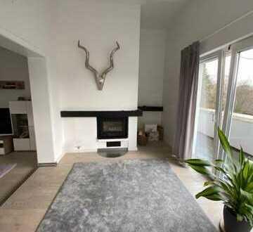 Luxuriöse Wohnung mit 2,5 Zimmern Kamin 2 Balkone und EBK in Oldenburg