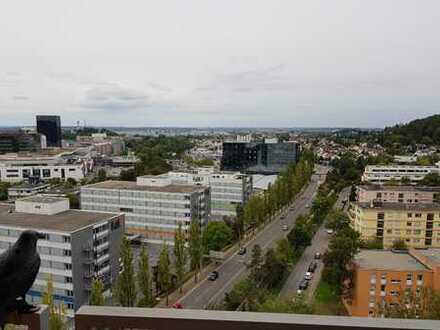NACHMIETER für 4,5-Zimmer-Wohnung mit Balkon und Einbauküche in Sindelfingen gesucht