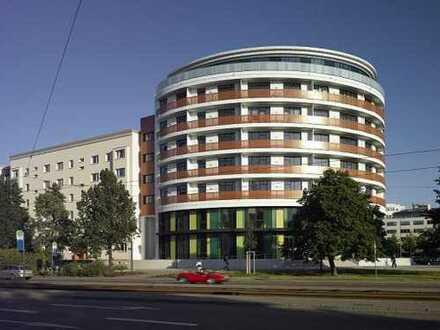 Hochwertige 2-Raum Wohnung mit EBK, FuBo-Heizung, Parkett, Aufzug und Balkon