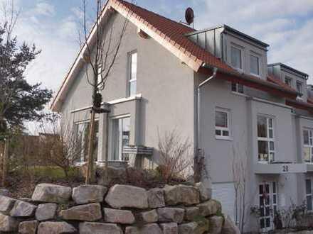 Doppelhaushälfte mit 5 Zimmern, Balkon, Terrasse und großer Garage