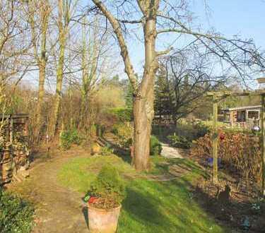 Modernisierungsbedürftiges Einfamilienhaus mit großem Garten !!!