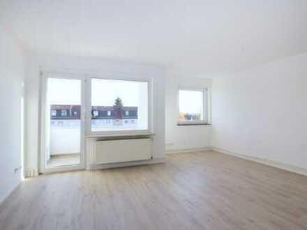 Provisionsfrei! Bezugsfertig, renovierte 2-Zimmer Wohnung mit hochwertiger Einbauküche und Balkon