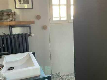 Schöne 2-Zimmer Altbauwohnung in einer Villa mit Blick auf den Main