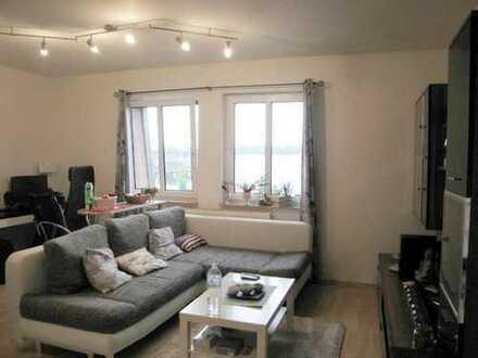 Gemütliche 2-Zimmer-Wohnung, mit weiterem Raum im D.G., Einbauküche und Tiefgarage.