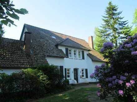 Reduzierter Kaufpreis! Imposante Villa im Landhausstil mit drei Nebenwohnungen in Etzhorn!