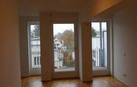 Sehr zentrale und neuwertige 1-Zimmer-Wohnung mit Balkon und EBK in Ingolstadt