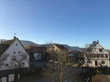 Gepflegte 4-Zimmer-Dachgeschosswohnung mit Balkon und EBK in Eschenbach