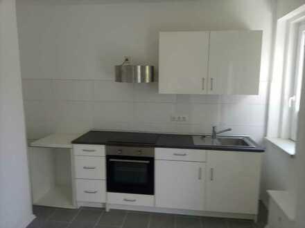 Günstige renovierte Wohnung mit Balkon und Einbauküche!!!