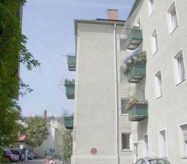 Nähe Harras: Ruhige und top gepflegte 2-Zimmer-Wohnung mit Fischgrätparkett in bester Innenhoflagee