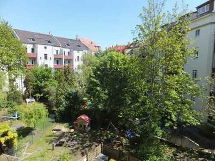 TOP : Elegante 4-Zimmer-Wohnung mit Balkon und Aufzug in ruhiger, grüner Lage im Herzen von Gohlis
