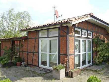 Individuelles Einfamilienhaus mit Garage auf großem Grundstück in ruhiger Lage von Brunsbüttel