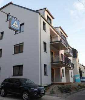 !!!Traitteur Immobilien-großzügige Whg. mit EBK. hell, mit großem Balkon.-!!!
