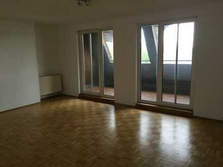 **Rosenheim **3 Zimmer**Küche mit neuer EBK**Balkon**Bad mit Badewanne**Gäste WC**Keller**Parkett**