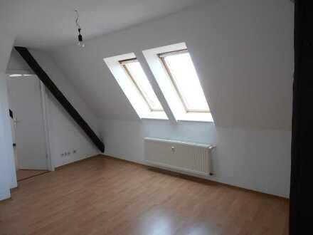 Niedliche 2-Raum-DG-Wohnung auf 4-Seiten-Hof in Eickendorf